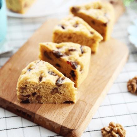 营养儿童小食—核桃仁蔓越莓玉米面发糕