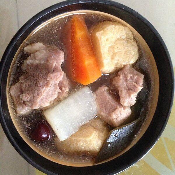 清甜萝卜排骨汤的做法