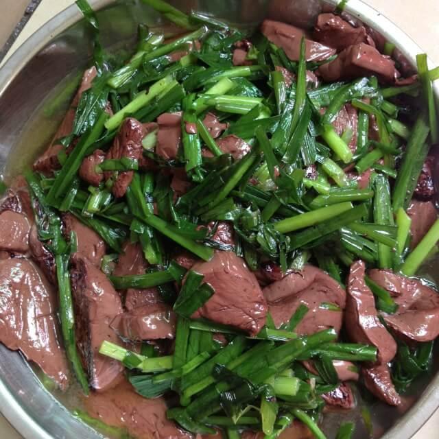 好吃的猪血炒韭菜的做法