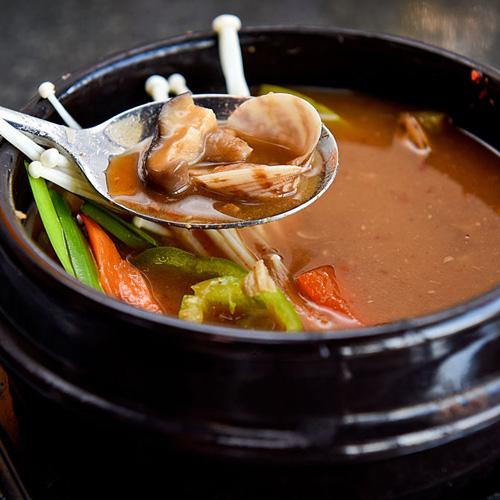 色泽鲜亮的大酱汤