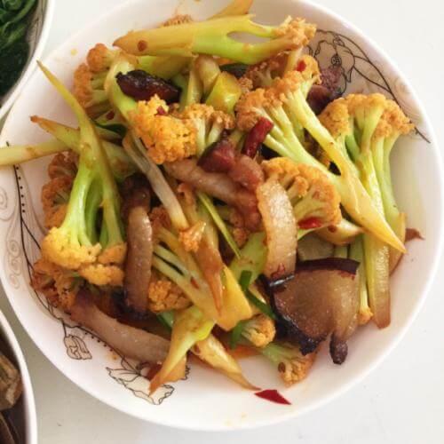 家常菜腊肉炒花菜