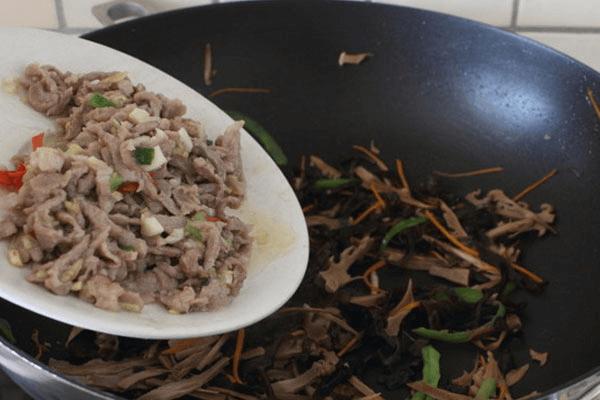 家常简单自制鱼香肉丝的做法第十步