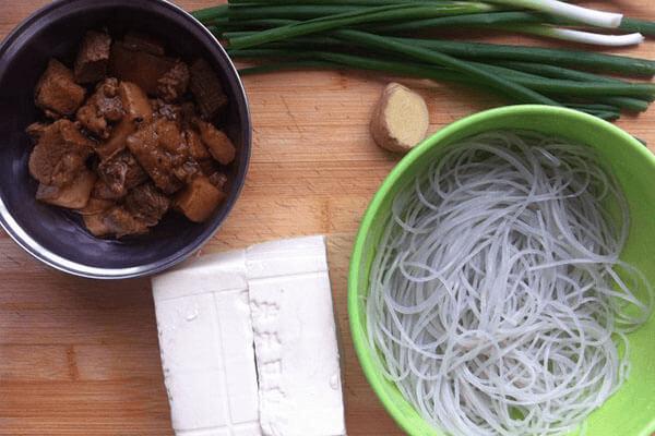 豬肉粉條豆腐包子,跟早餐更配哦第四步