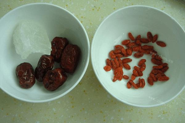 紅棗枸杞車前草水,夏日涼爽美食非它莫屬第二步