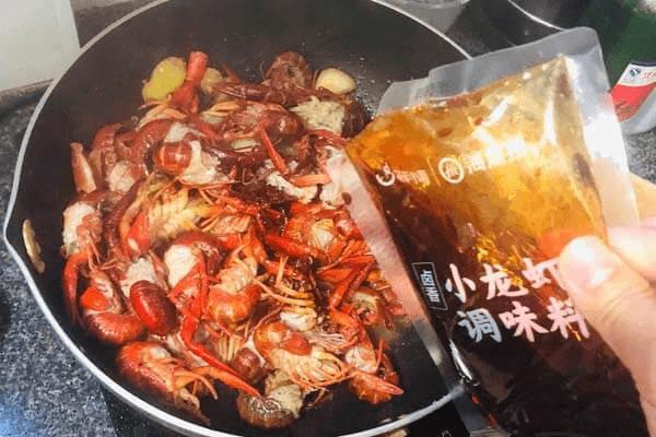 麻辣小龙虾简易家常做法第五步