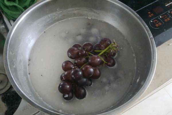 简单的家庭自制葡萄酒怎么做第一步