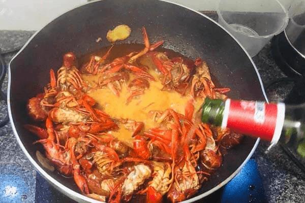 麻辣小龙虾简易家常做法第六步