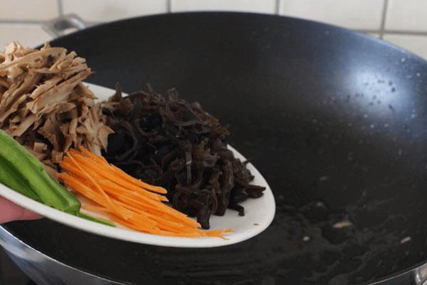 家常简单自制鱼香肉丝的做法第八步