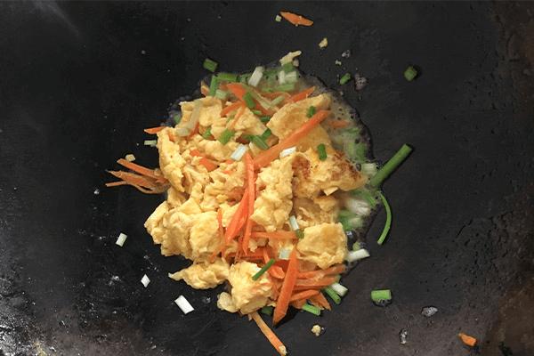 胡萝卜炒蛋给小孩补充最全面的营养第七步