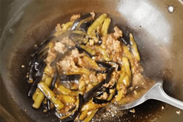 这道菜好吃就是费米饭:肉末茄子第五步