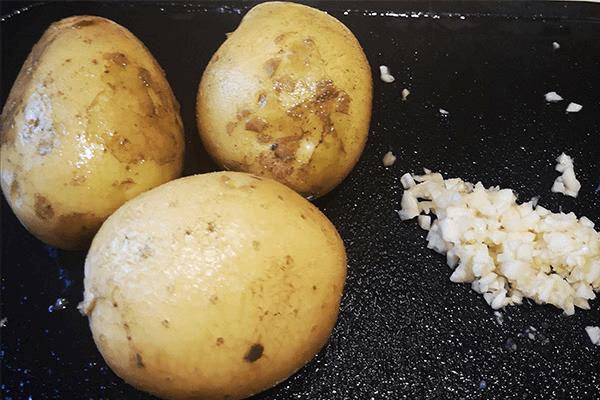 涼拌土豆絲,香辣脆爽停不下第一步