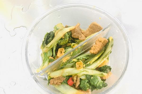 家常小炒必学菜——青菜炒肉丝第八步