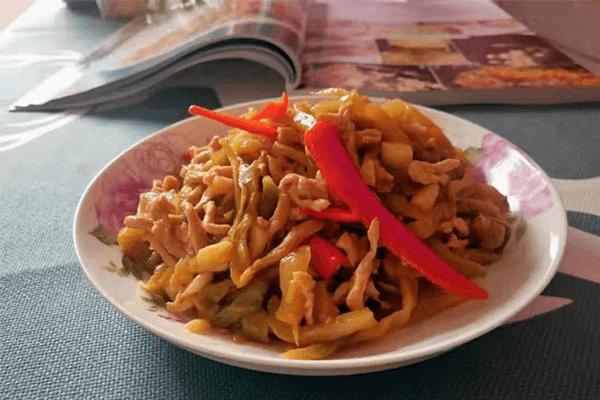 下飯菜的升級吃法——榨菜炒肉絲第六步