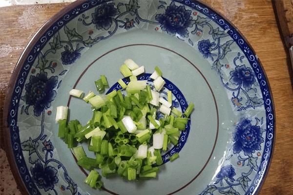 很多厨房小白第一道学做的菜:小西红柿炒鸡蛋第四步
