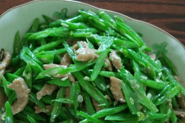 家常必做菜——四季豆炒肉,切丝比切段更美味!第七步