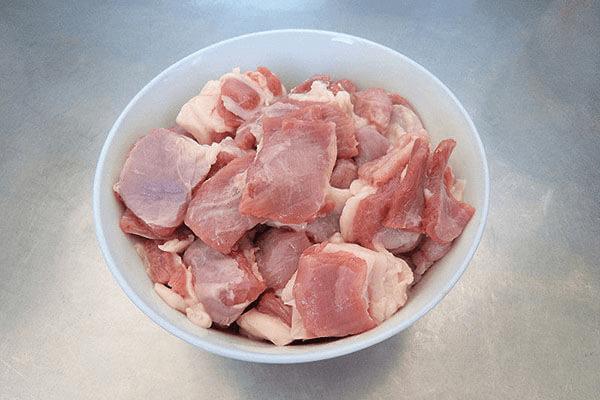 自己在家怎么做烤羊肉串第一步