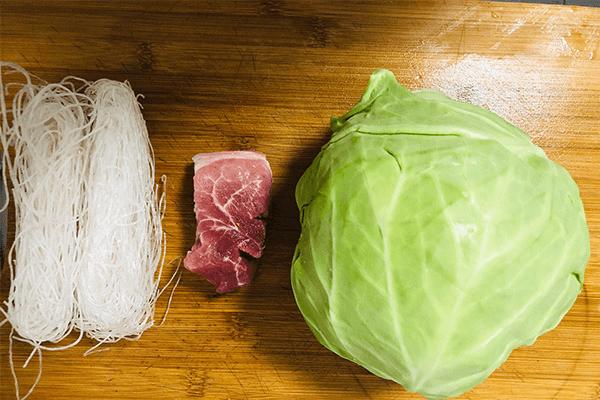 肉末和圆白菜炒粉丝,孩子都爱吃第一步