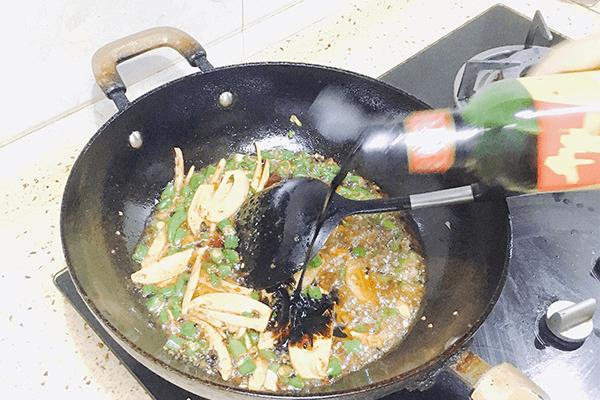 青椒味的麻辣兔丁,滿口都是清香第八步
