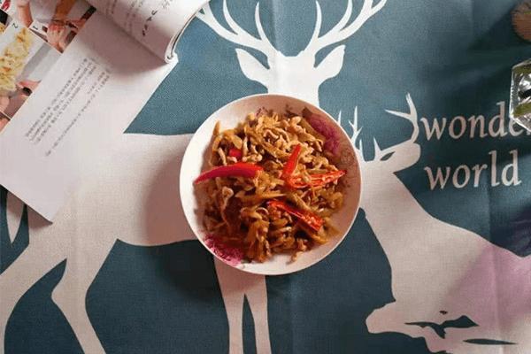 下飯菜的升級吃法——榨菜炒肉絲第七步