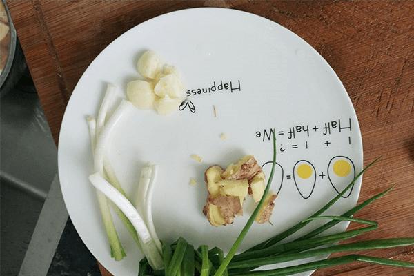 原汁原味的清炖鸡汤,这么热的天气不来一碗吗第四步