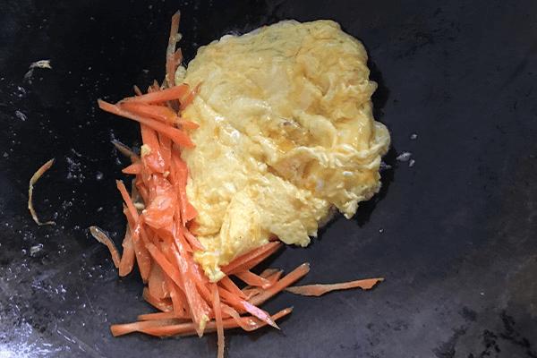 胡萝卜炒蛋给小孩补充最全面的营养第六步