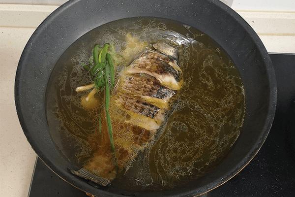 營養不失美味的鯽魚豆腐湯第五步