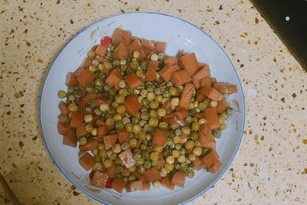 清淡降火菜首選火腿腸炒豌豆第八步