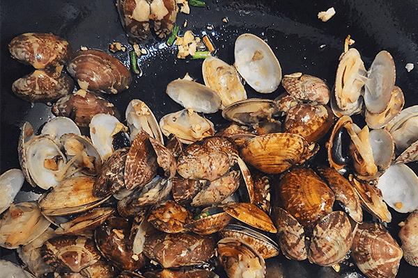 這樣做的炒花甲好吃不腥,一口氣吃一盆第六步