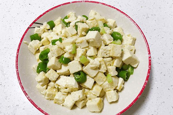 低油低盐的炒豆腐,老人小孩都能吃第八步