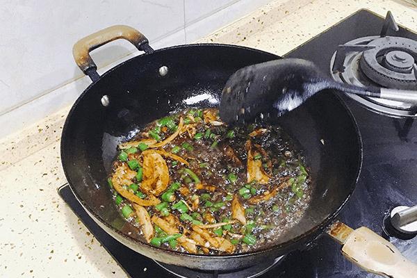 青椒味的麻辣兔丁,滿口都是清香第九步