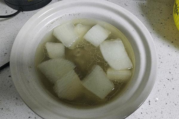 加点白萝卜排骨汤更香,汤能喝到一滴都不剩第五步