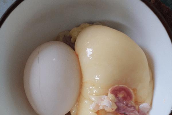 原汁原味的清炖鸡汤,这么热的天气不来一碗吗第三步