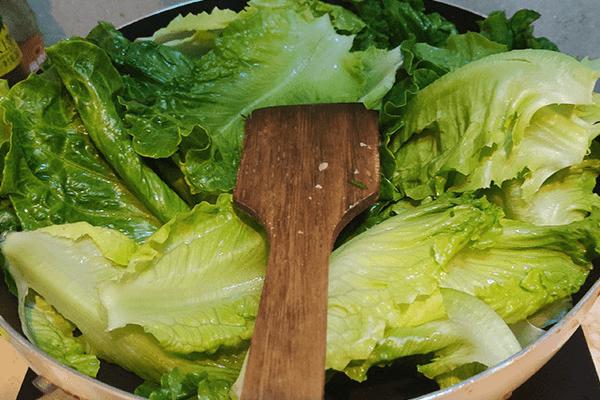 有這樣美味的蠔油生菜,你還敢說吃不下飯嗎第四步