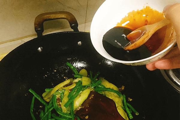 餐馆必点的豆角烧茄子原来这么简单第十步