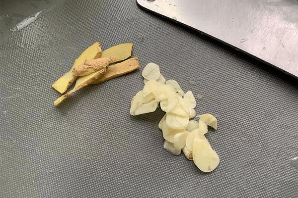 上桌超有排面家常土豆燒排骨,做法很簡單第二步