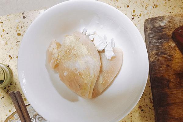 入门级西式料理:黑胡椒虾仁海鲜意面第二步