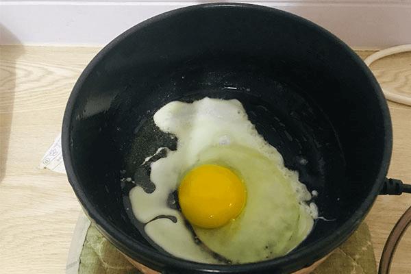 一个人不想做饭?试试青菜鸡蛋面,回家五分钟就能开饭!第三步