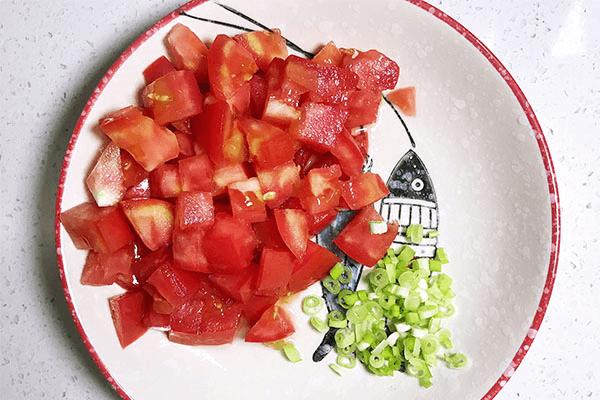 番茄炒蛋的终极下饭之法:番茄蛋炒饭,酸香开胃不浪费一粒米第二步
