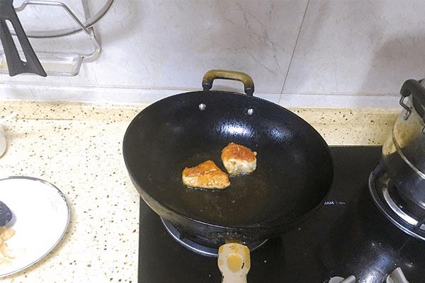 入门级西式料理:黑胡椒虾仁海鲜意面第四步