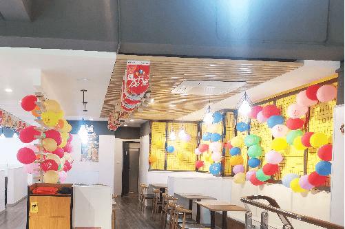 【十大汉堡品牌】西式快餐市场竞争激烈?快乐星汉堡有绝招!