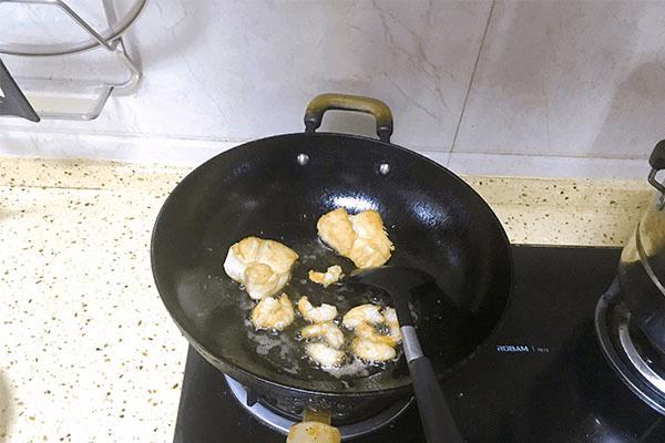 入门级西式料理:黑胡椒虾仁海鲜意面第五步