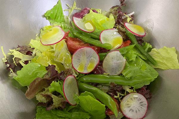 減脂期也不要虐待自己的胃,這份健康低卡又好吃的的蔬菜沙拉食譜你要好好保存第四步