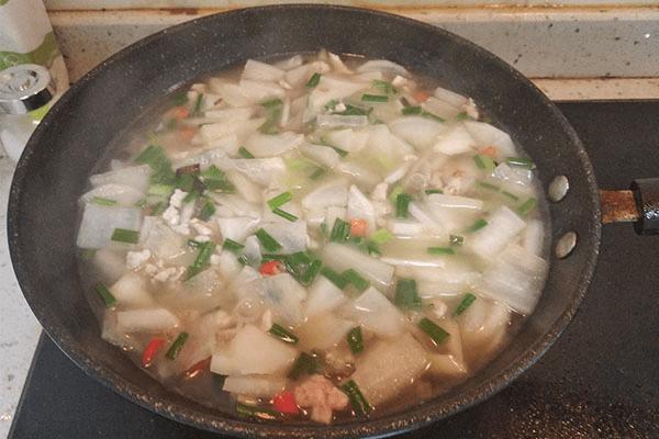 简单的白萝卜汤,泡饭解油腻第九步