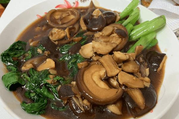 一道簡單的香菇菜心,鮮嫩和鮮嫩的疊加是美味和美味的加倍第八步