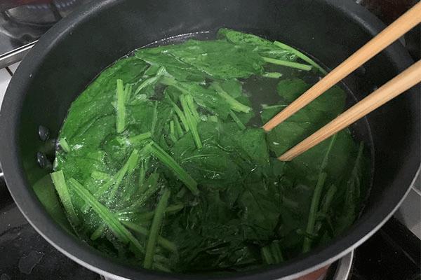 菠菜豆腐汤这样做,还怕没胃口吃饭吗第四步