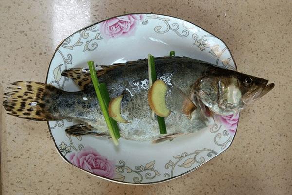 做法万能的清蒸鱼,换成任何喜欢的鱼都能蒸得很好吃第七步