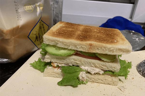 自制三明治,五分钟解决你的早餐问题第六步