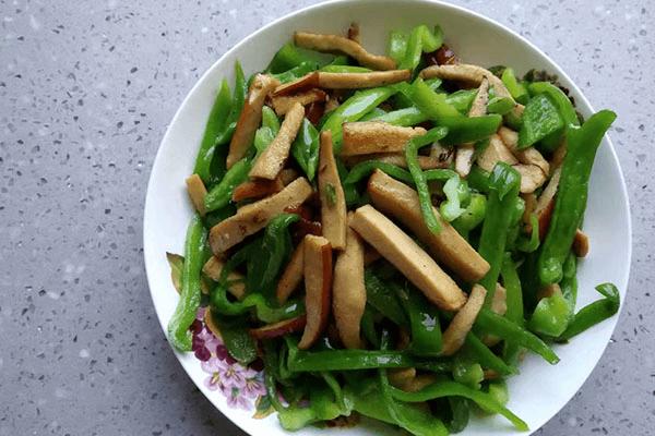 幾分鐘就能做出來的青椒炒素雞,比外賣好吃還健康第七步