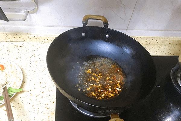 入门级西式料理:黑胡椒虾仁海鲜意面第九步