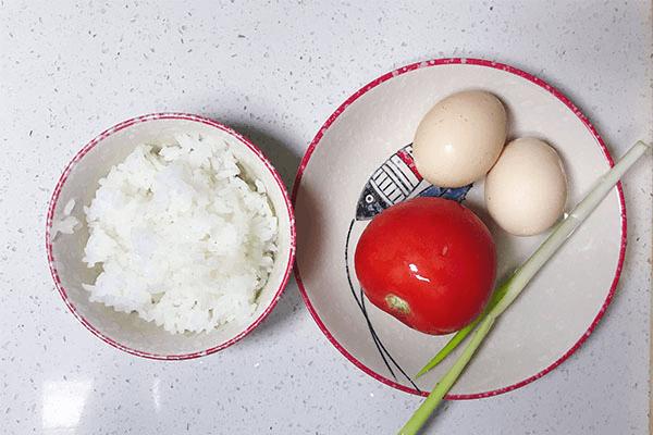 番茄炒蛋的终极下饭之法:番茄蛋炒饭,酸香开胃不浪费一粒米第一步